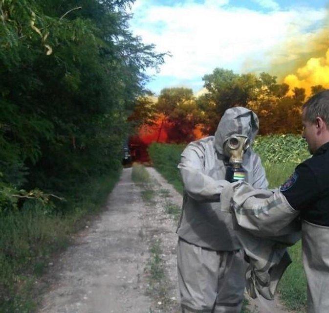 В Днепропетровской области случилась масштабная утечка ядовитой кислоты (ВИДЕО) - фото 140073
