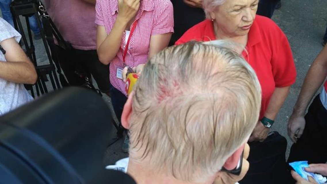 Под Лукьяновским СИЗО избили гетьмана Кармазина - фото 140494