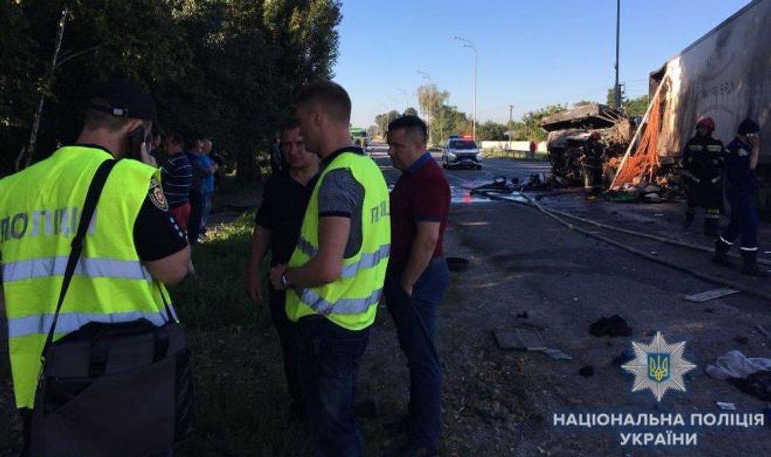 В Ровенской области в результате ДТП водитель сгорел в кабине грузовика - фото 140840