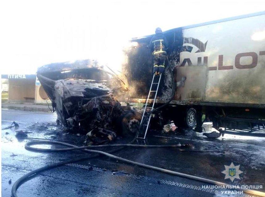 В Ровенской области в результате ДТП водитель сгорел в кабине грузовика - фото 140841