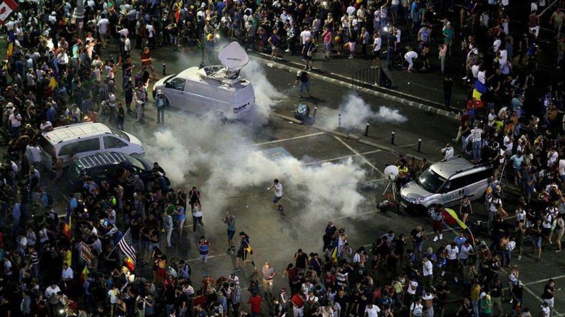 Майдан о двух концах: Что происходит в Румынии - фото 141073