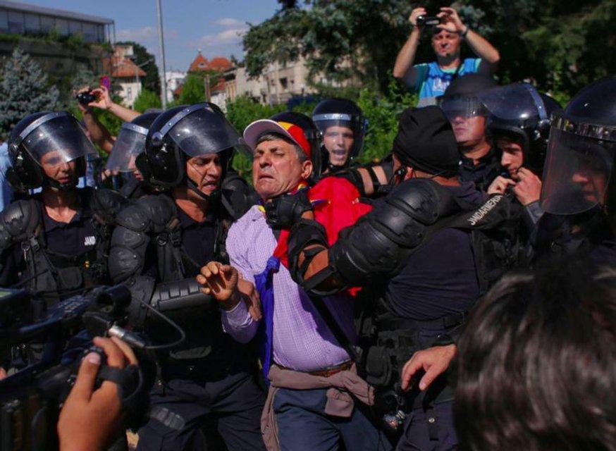 Майдан о двух концах: Что происходит в Румынии - фото 141075