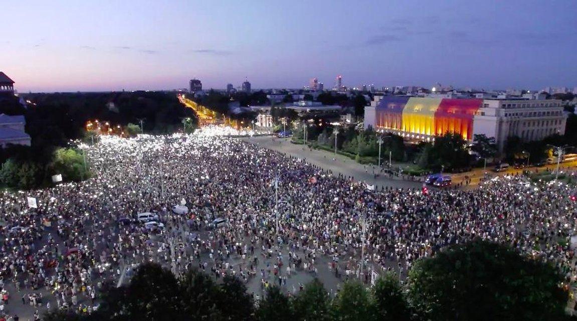 Майдан о двух концах: Что происходит в Румынии - фото 141076
