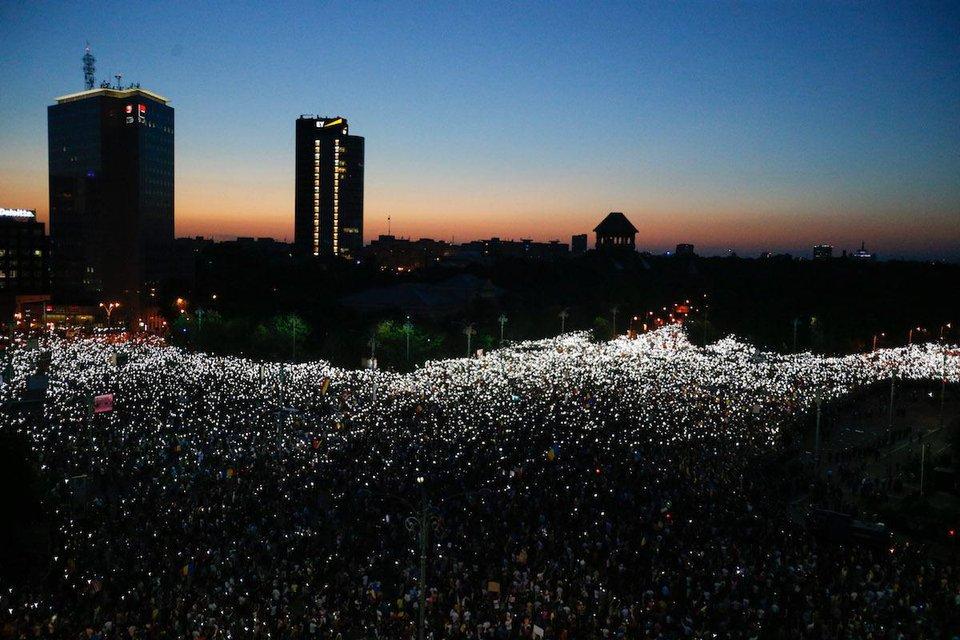 Майдан о двух концах: Что происходит в Румынии - фото 141077