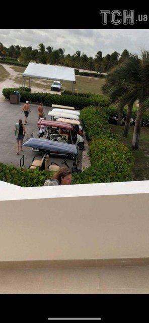 Олега Винника подловили в компании парней на вилле за миллион в Доминикане - фото 141170