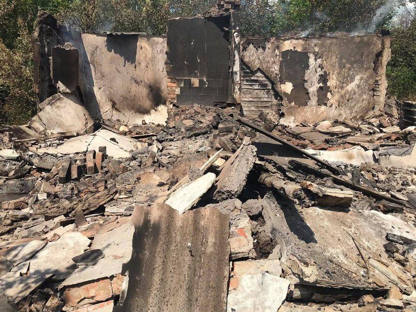 Российские оккупанты обстреляли Пивденное, разрушены жилые дома (ФОТО) - фото 141207