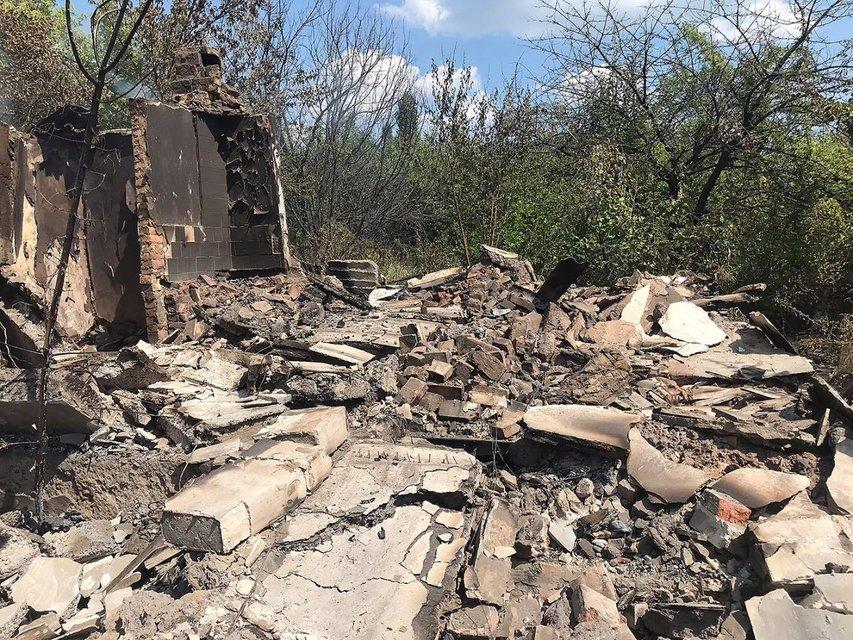 Российские оккупанты обстреляли Пивденное, разрушены жилые дома (ФОТО) - фото 141208