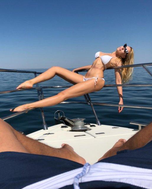 Оля Полякова похвасталась формами на откровенном фото с отдыха - фото 141447