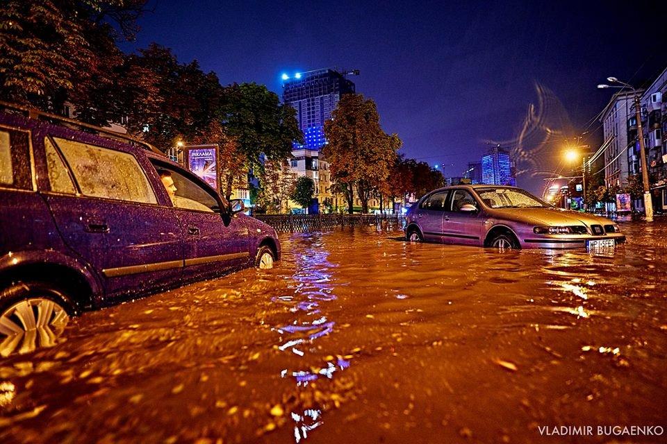 Киевский потоп как искусство: подборка эпичных фото ночной стихии (ФОТО) - фото 141641