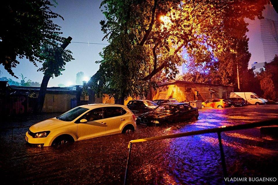 Киевский потоп как искусство: подборка эпичных фото ночной стихии (ФОТО) - фото 141643