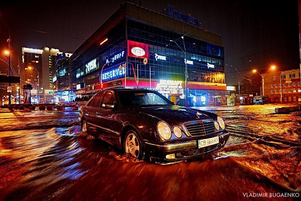 Киевский потоп как искусство: подборка эпичных фото ночной стихии (ФОТО) - фото 141644