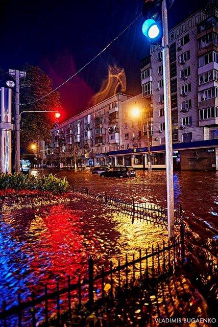 Киевский потоп как искусство: подборка эпичных фото ночной стихии (ФОТО) - фото 141645