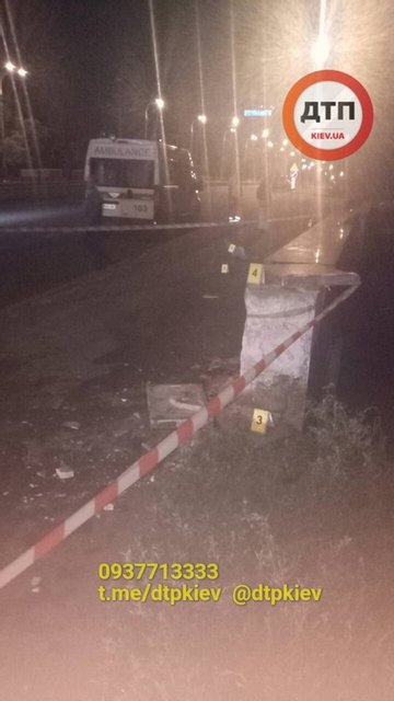 Смертельное такси: в Киеве 'евробляха' влетела в бетонную плиту, пассажир погибла (ФОТО) - фото 141789