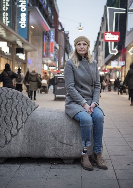 Швеция выдворяет украинку, потерявшую ногу во время теракта - фото 141833