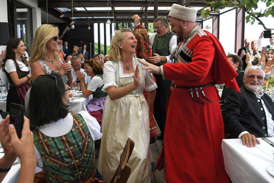 Свадьба в Австрии: Путин станцевал с невестой (фото, видео) - фото 142026