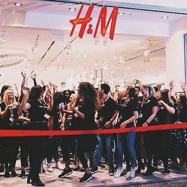 В Киеве по-украински открыли первый магазин H&M (фото, видео) - фото 142046