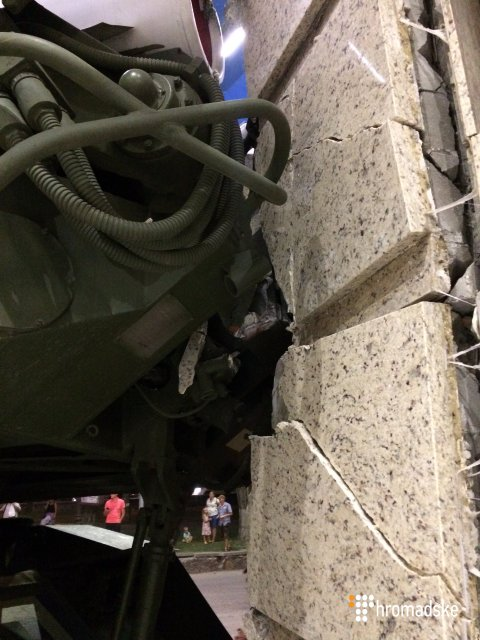 В Киеве 'Бук' в метре от людей протаранил здание (видео) - фото 142054
