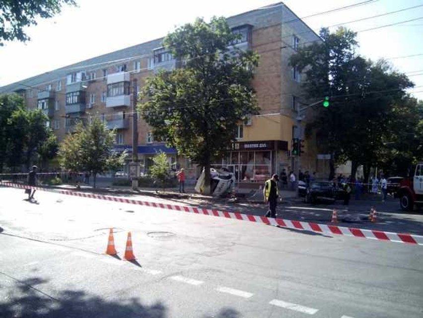 Ехали на красный: в Сумах полицейские сбили пешеходов - фото 142156