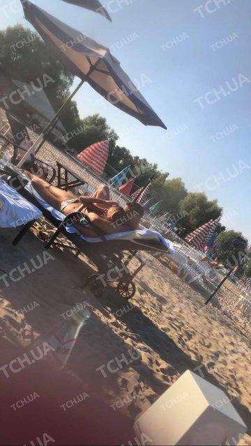 Украинская актриса попалась во время забав с женатым коллегой на пляже - фото 142308