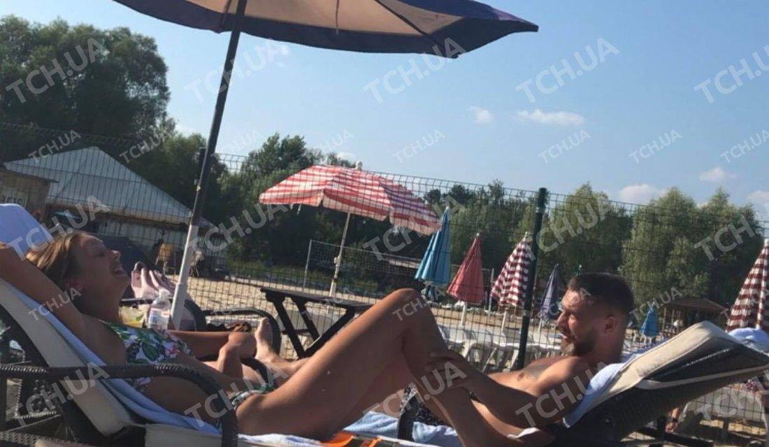 Украинская актриса попалась во время забав с женатым коллегой на пляже - фото 142309
