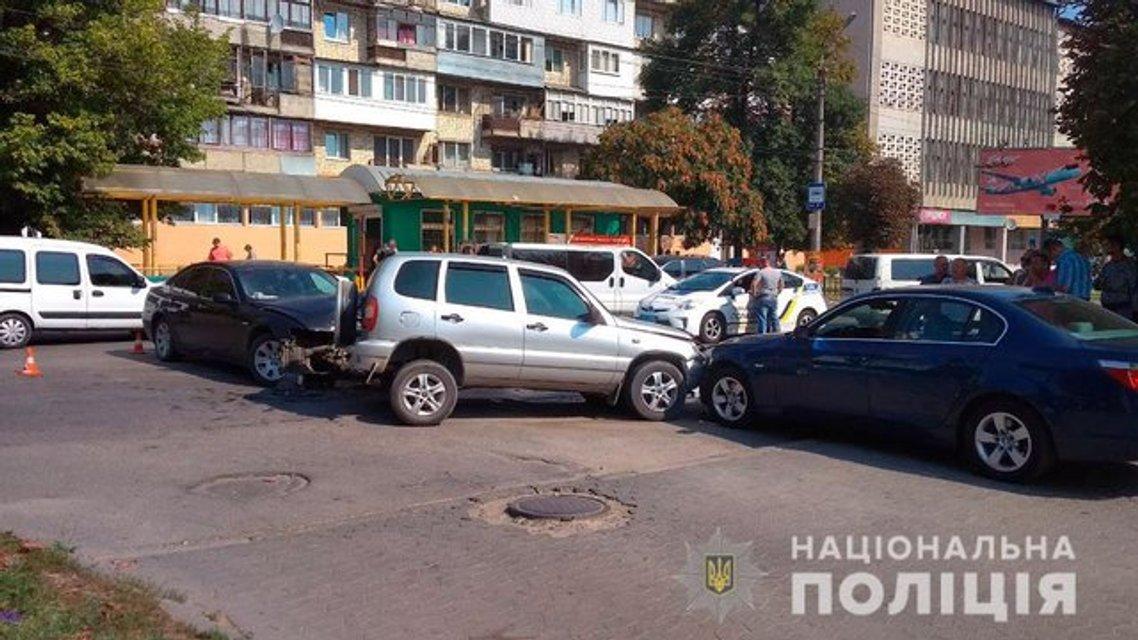 В Черновцах в жутком тройном ДТП пострадали дети (ФОТО) - фото 142533