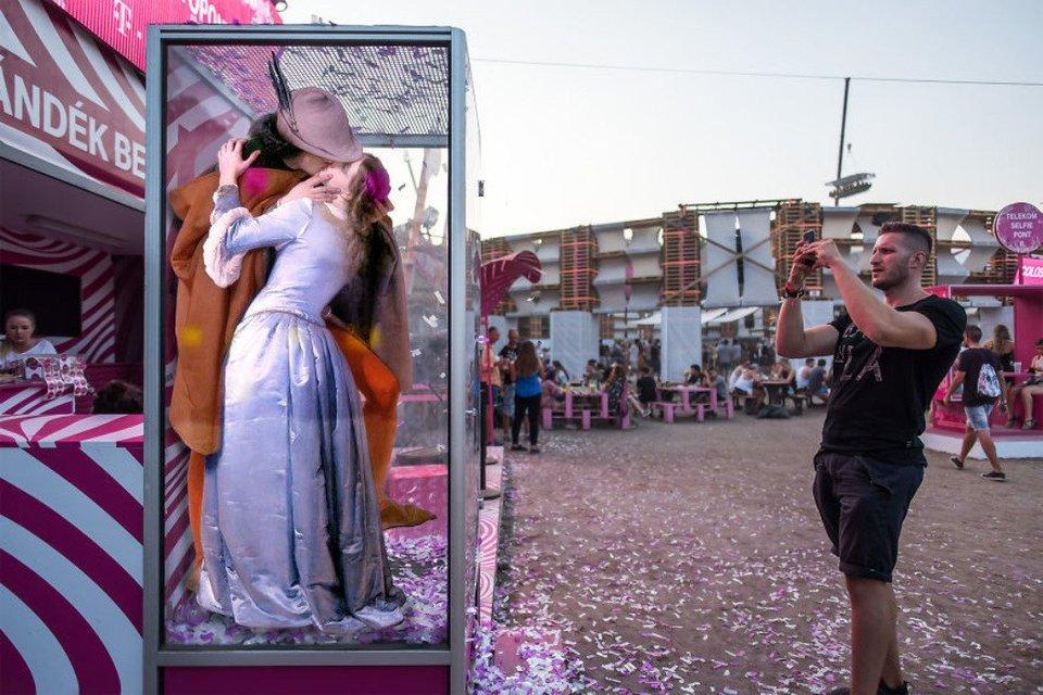 Sziget 2018: Герои картин  Да Винчи, Боттичелли, Микеланджело отдыхают на фестивале - фото 142610