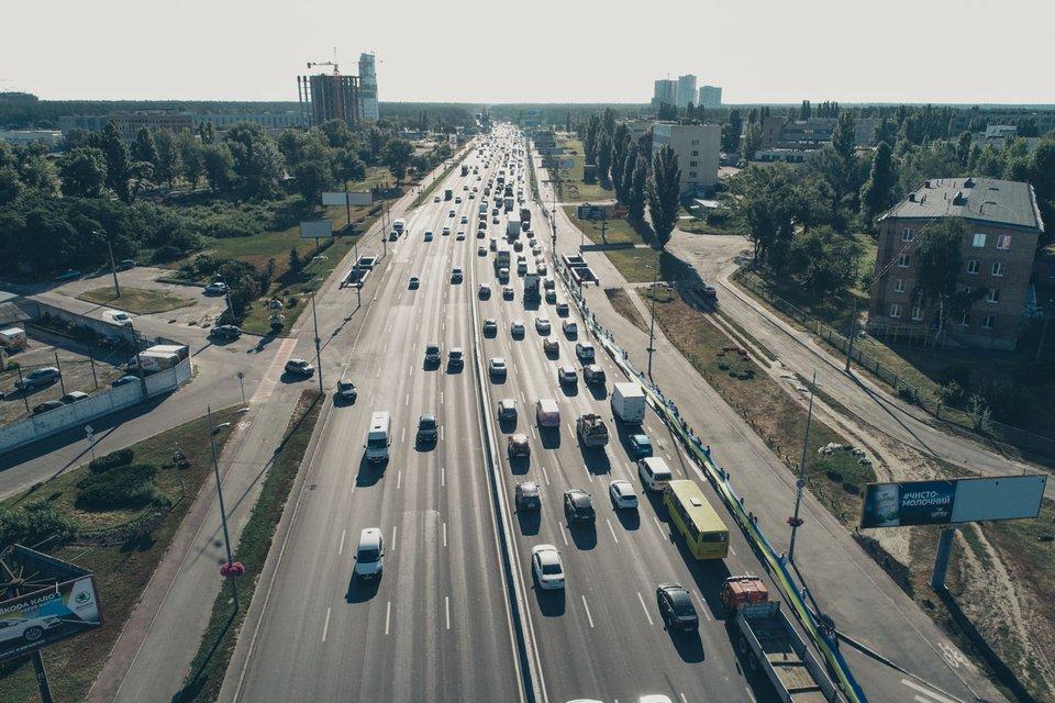 В Киеве развернули рекордно большой флаг Украины (фото, видео) - фото 142779
