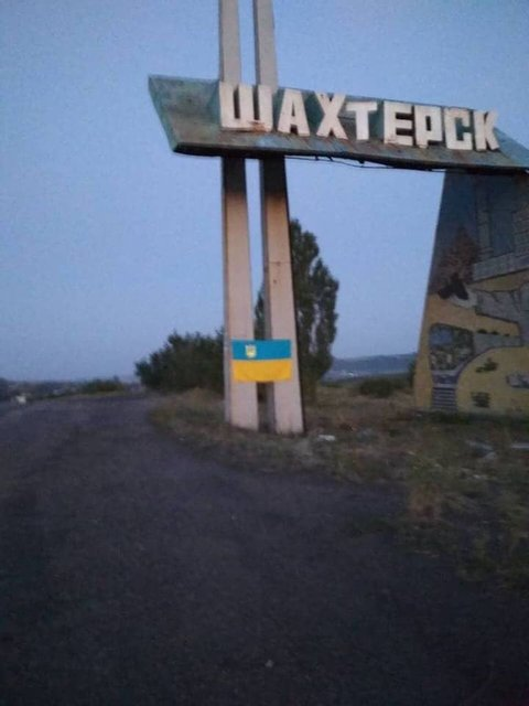 Ко Дню Независимости в городах 'ДНР' развесили украинские флаги (ФОТО) - фото 142869