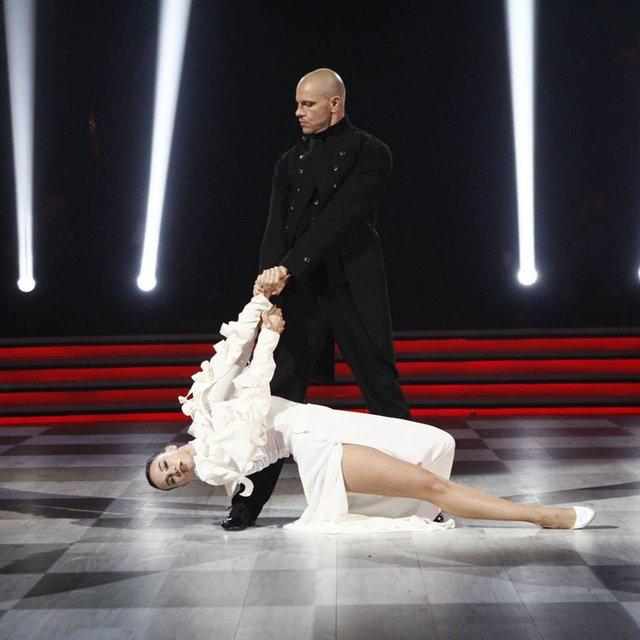 Танці з зірками 2018 1 выпуск: пара-лидер 2 место Павел Вишняков и Юлия Сахневич - фото 143172