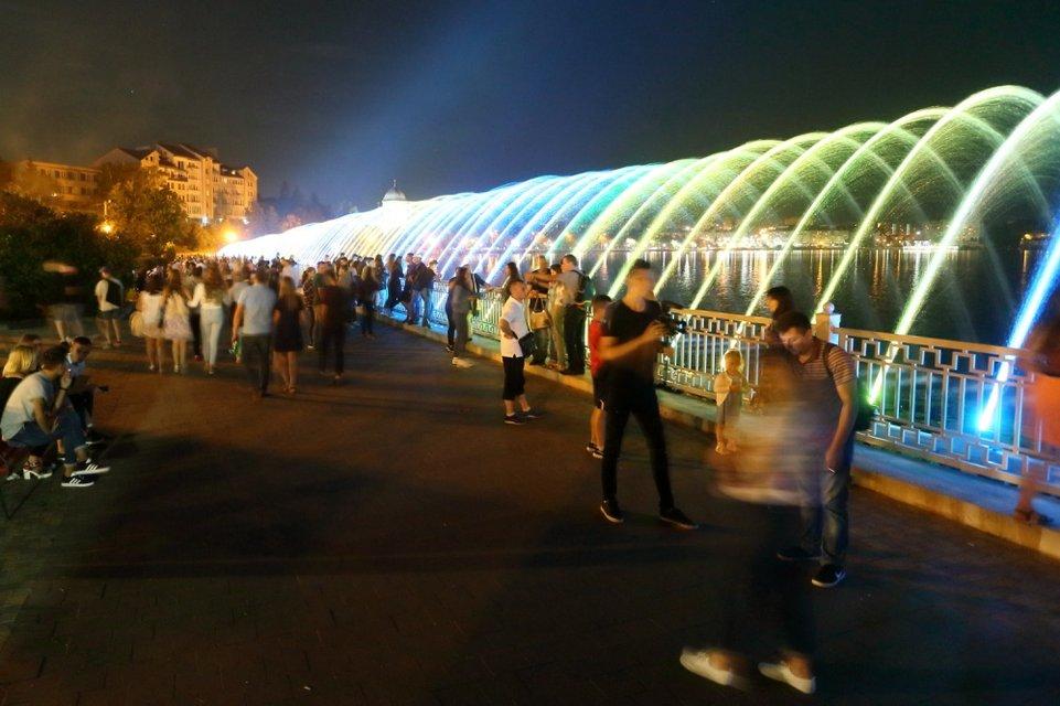 В Тернополе открыли самый длинный в Украине фонтан - фото 143344