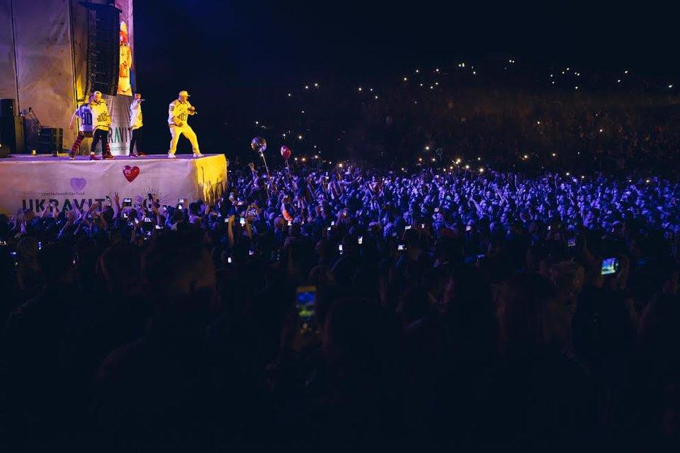 Kvartal FEST: Артем Гагарин провел масштабный концерт для 150 тысяч гостей - фото 143371
