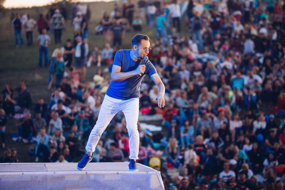 Kvartal FEST: Артем Гагарин провел масштабный концерт для 150 тысяч гостей - фото 143373