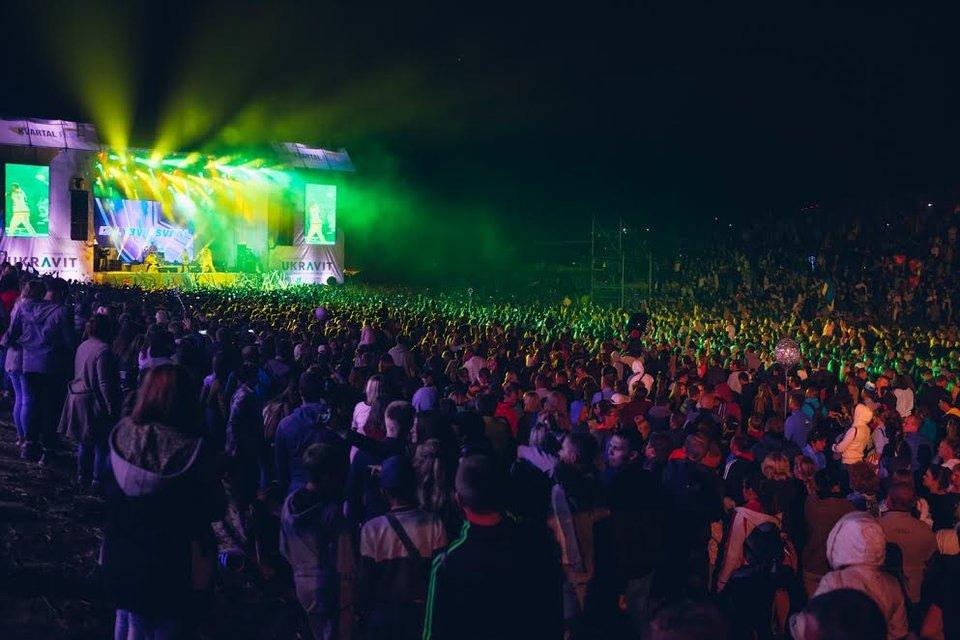 Kvartal FEST: Артем Гагарин провел масштабный концерт для 150 тысяч гостей - фото 143377