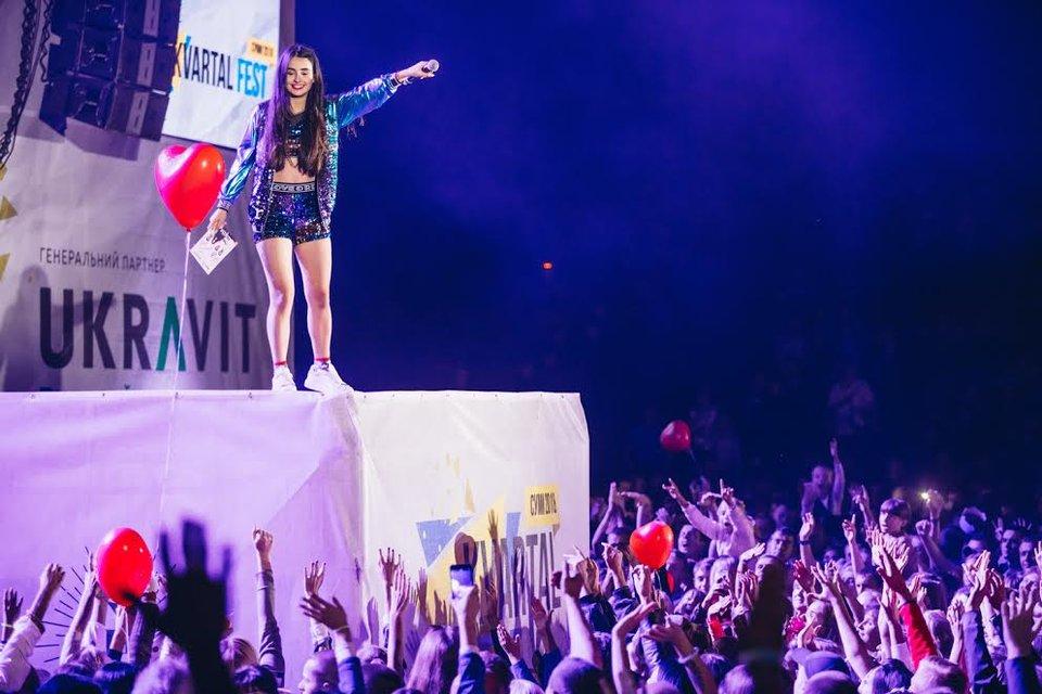 Kvartal FEST: Артем Гагарин провел масштабный концерт для 150 тысяч гостей - фото 143381