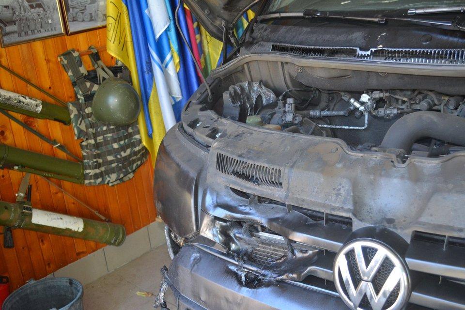 В Харьковской области подожгли авто депутата райсовета (фото) - фото 143402
