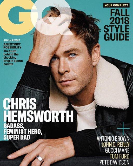 Крис Хемсворт похвастался торсом на страницах модного глянца - фото 143439