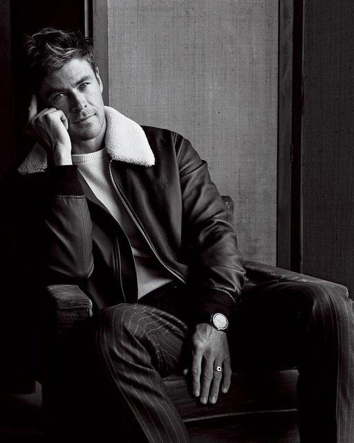 Крис Хемсворт похвастался торсом на страницах модного глянца - фото 143440