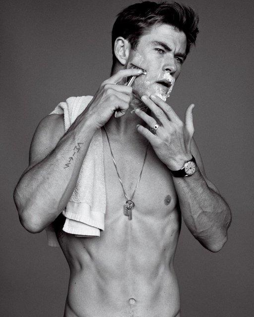 Крис Хемсворт похвастался торсом на страницах модного глянца - фото 143441
