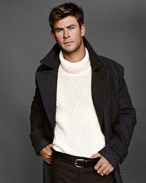 Крис Хемсворт похвастался торсом на страницах модного глянца - фото 143442
