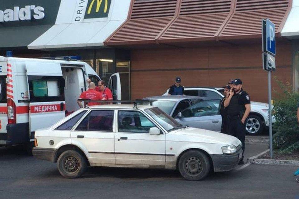22-летняя девушка под наркотой устроила стрельбу в оживленном месте Одессы - фото 143543
