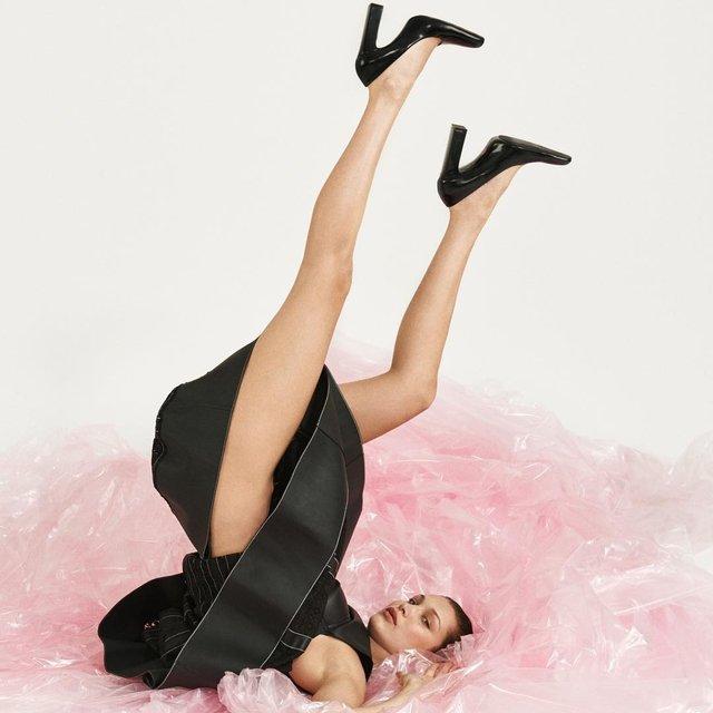 Голая Белла Хадид взбудоражила совершенными формами - фото 144044