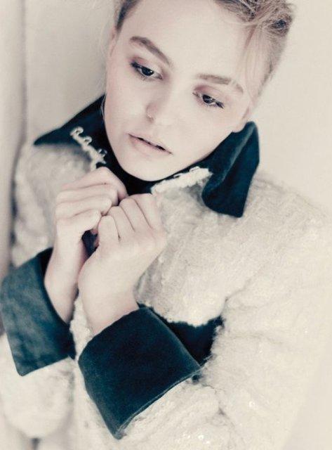 Лили-Роуз Депп разделась для престижного глянца - фото 144398