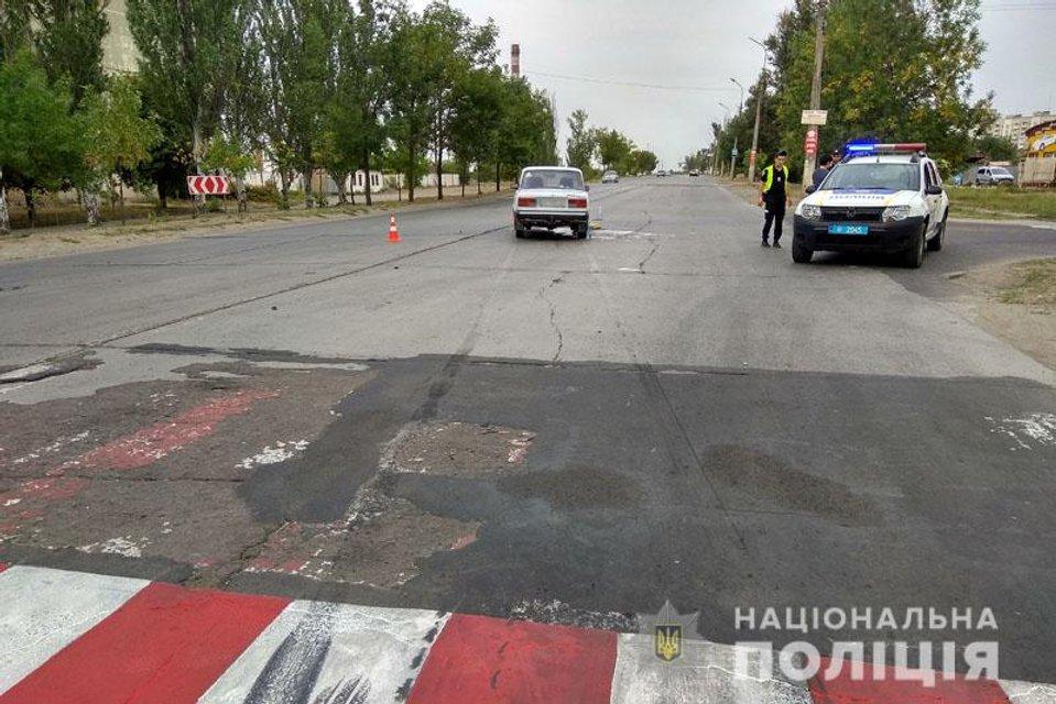 В Мариуполе машина сбила мать и ребенка на пешеходном переходе - фото 144464
