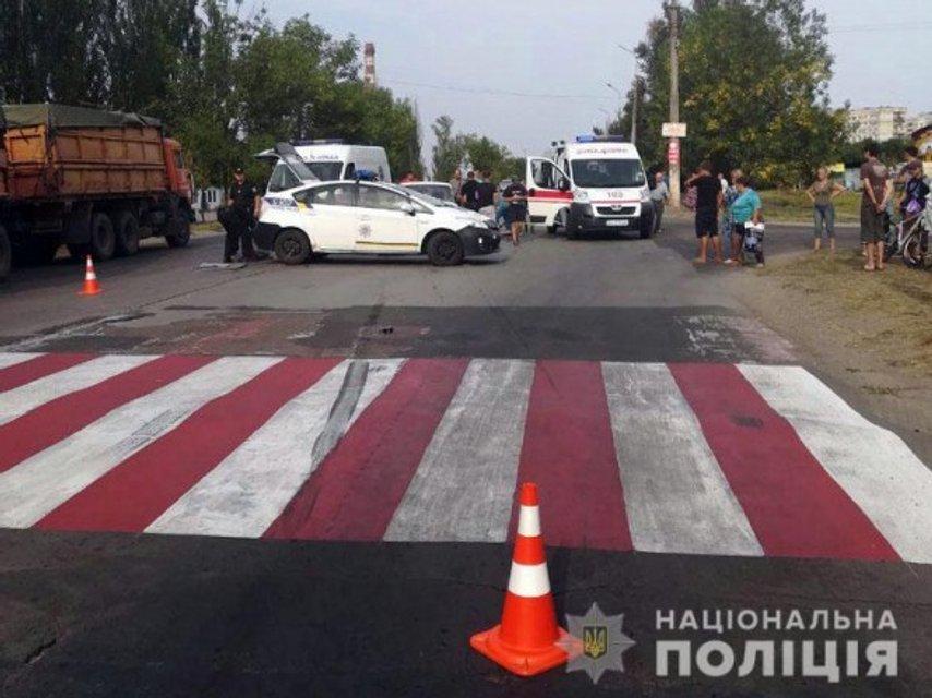 В Мариуполе машина сбила мать и ребенка на пешеходном переходе - фото 144465