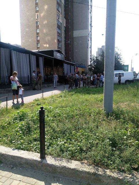 В 'Правом секторе' заявили, что берут правосудие на себя и начали снос киевского ресторана - фото 144551
