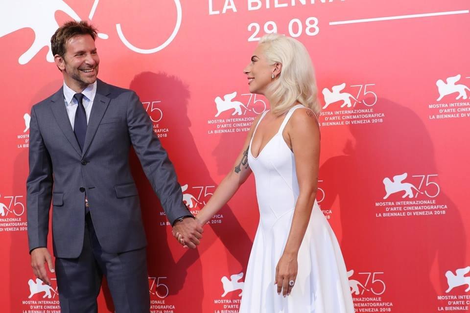 Леди Гага блеснула на Венецианском кинофестивале - фото 144639