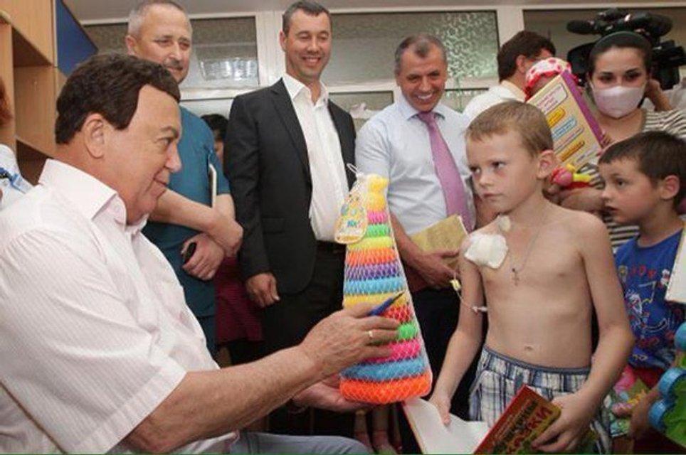 Скорбь по Кобзону: в Украине вспомнили 'хорошие' дела артиста (ФОТО) - фото 144762