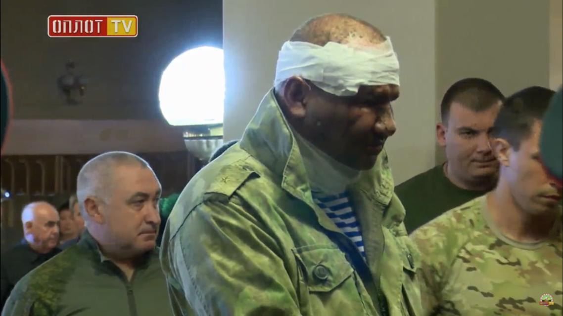 Ташкент жив: пострадавший при взрыва в 'Сепаре' Тимофеев приехал на похороны Захарченко - фото 144867