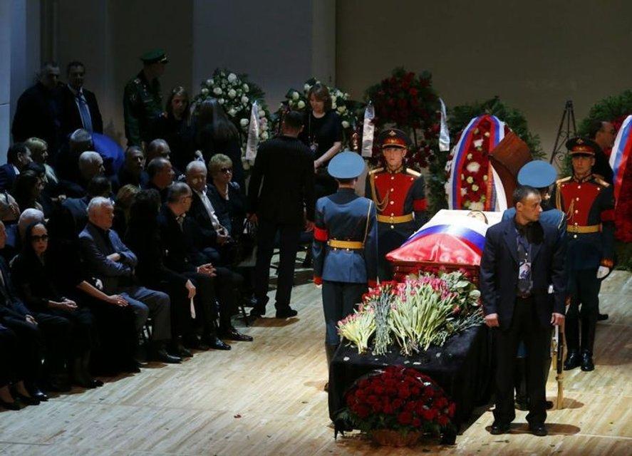Путин и Медведев приехали на похороны Кобзона (ФОТО) - фото 144876