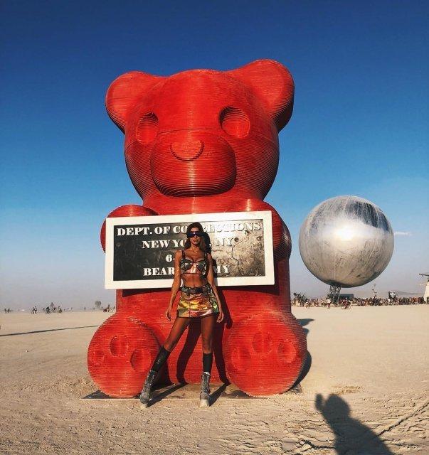 Одна из арт-инсталляций на фестивале Burning Man - фото 145017